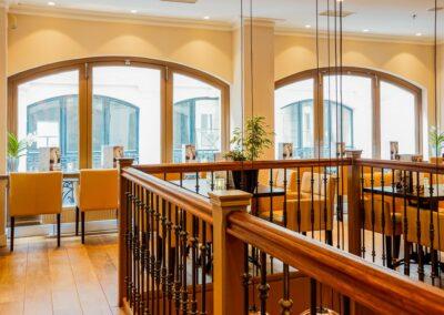 Bovenverdieping van Du Passage eten drinken in Den Haag