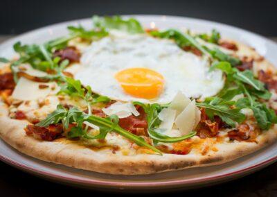 Italiaanse pizza bij Du Passage eten drinken in Den Haag