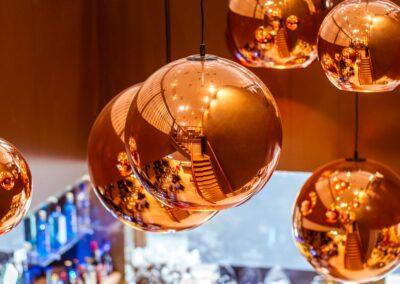 Spiegelbol verlichting Du Passage eten drinken in Den Haag