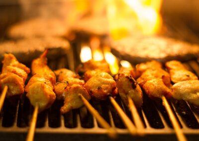 Saté op de grill bij Du Passage eten drinken in Den Haag