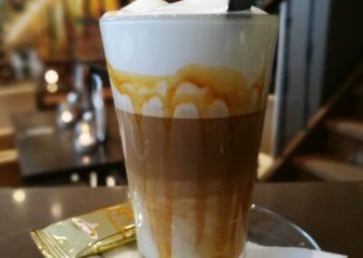 Latte Macchiato bij Du Passage eten drinken in Den Haag